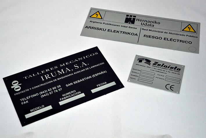 Cartelería en soportes metálicos